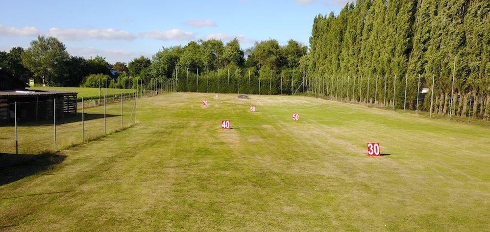 Golfclub en golfschool regio turnhout met gezellig for Verlichte driving range